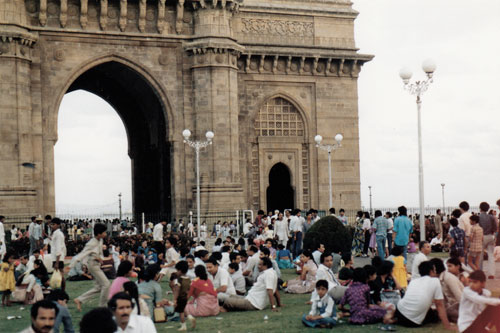 Getümmel am Gateway of India