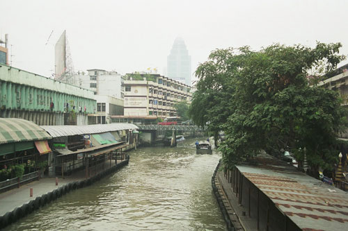 am Pratunam Pier in Bangkok